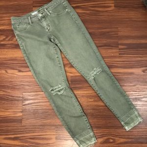 Distressed green mid rise jegging